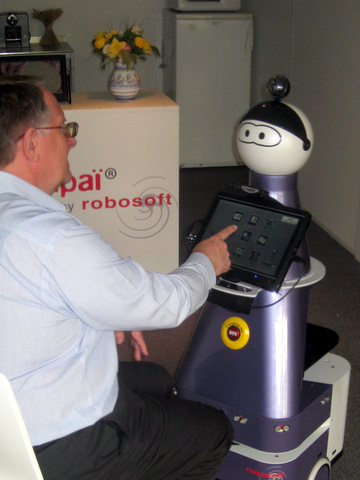 steve and kompai robot